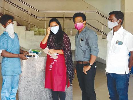 Crematorium Workers In Chennai Receives Help